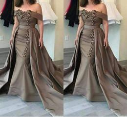 Vente en gros 2018 mère détachable des robes de mariée épaulettes écharpes paillettes et appliques robes de sirène mère robes de soirée officielles