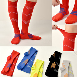 $enCountryForm.capitalKeyWord Canada - Male Sports Stockings Nylon Stripe Delay Muscle Fatigue Pressure Socks Female Outdoor Shaping Running Riding Adult Socks S M-L XL In Sale