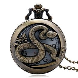 Retro Bronze Hohl Runde Snake Design Quarz Taschenuhr Anhänger mit Halskette Kette Fob Uhr Geschenke für Frauen Kinder PW343 im Angebot