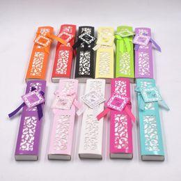 Großhandel Hochzeitsgeschenke und Geschenke für Gäste 12 Farben Seide Handfaltenfächer in ausgehöhlter Geschenkbox mit A-Karte und Band als Bildershow WQ34