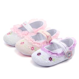 China Lovely Baby Girls Shoes Lace Floral Embroidered Soft Shoes Anti-slip Prewalker Walking Toddler Kids Flat Crib 0-18M supplier lovely lace baby shoes suppliers