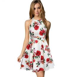 0905a601c Cóctel de la boda linda de las mujeres Sexy Club nocturno Halter Neck  Blackless A-Line Vestido de verano floral blanco 2018 Short Robe