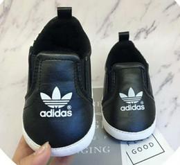 Nova moda outono e inverno bebê pediátrica sapatos super confortáveis sapatos de bebê quente em Promoção