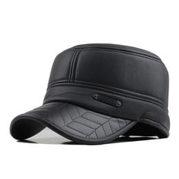 2018 invierno para hombre gorra de cuero gorra de béisbol con orejeras  rusia tapas superiores planas para hombres casquette Envío de la gotaF201 7da9f6a5a6b