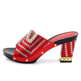 Chinese  The red and delicate shoes, without the decoration of the bag, are adorned with sparkling artificial gems, Italian women's shoes, and .227-3 manufacturers