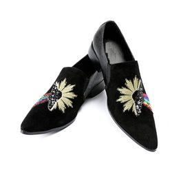 Bling Wedding Shoes Flats UK - Men Loafers Velvet Dress Shoes Bling Floral Embroidered Slippers Slip-on Casual Shoes Men's Flats Luxury Design