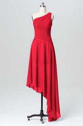chiffon petite beach wedding dresses 2019 - Custom Made Red Designer Bridesmaid Dresses Chiffon Asymmetrical Hem One Shoulder Ruched Maid of Honor Gown Wedding Gues
