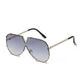 1429ad4fb9c05 Moda v oversized óculos de sol das mulheres dos homens espelho de óculos de  sol de condução 2018 marca de luxo legal armação de metal uv400 óculos de  sol