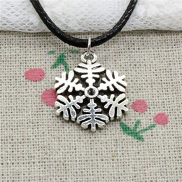 $enCountryForm.capitalKeyWord NZ - Creative Fashion Antique Silver Pendant snowflake snow 20*23mm Necklace Choker Charm Black Leather Cord Handmade Jewlery