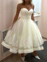 $enCountryForm.capitalKeyWord NZ - Modern White Ball Gown Short Wedding Dresses With Lace Sweetheart Sleeveless Tea-length Wedding Gowns Bridal Dresses Custom Made Vestidos