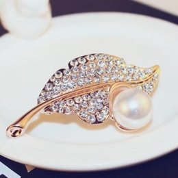 pearl leaf brooch Canada - Crystal Rhinestones Brooches for Women Rose Gold Plated Leaf Pearl Brooch Pins Indian Jewlery Wedding Dresses Scarf Accessories