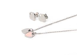 585ac1a22e7e Encanto de alta calidad letras inglesas doble corazón colgante collar de  oro plateado acero inoxidable collar