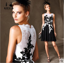 $enCountryForm.capitalKeyWord Australia - free shipping new fashion 2018 hot&sexy special occasion brief vestido gowns in stock white and balck lace short cocktail party dresses