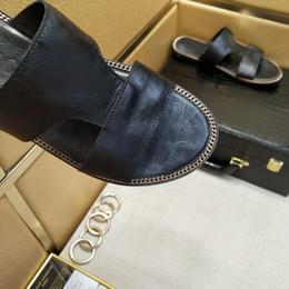 $enCountryForm.capitalKeyWord Canada - Two colors New product hot brand Men Beach Slide Sandals Medusa Scuffs 2018 Slippers Mens Beach Fashion slip-on designer sandals US6-US10