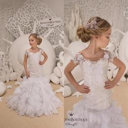 Vestidos blancos cortos con flores