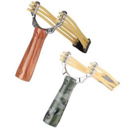 Vente en gros Nouveau Puissant Slingshot Alloy Bow Catapulte En Plein Air Jeu De Chasse Camouflage Redwood Slingshot Hunt Tool Accessoires Rubber Band Slingshots