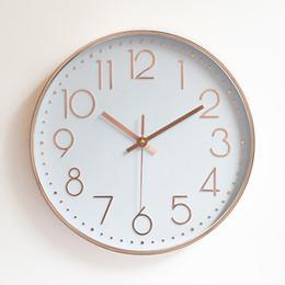 2bad152ddd119 12 polegadas Modern Silencioso Relógio de Parede De Quartzo De Ouro Preto  Branco Simples Pendurado Na Parede Relógio de Parede Home Decor para o  Office ...