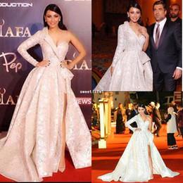 2018 superbes robes de célébrités à une épaule côté appliques de dentelle fendue Dubaï style une ligne robes de tapis rouges robes de soirée formelles