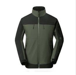 Großhandel Männer Wasserdicht Atmungsaktive Softshell Jacke Männer Outdoors Sport Mäntel Frauen Ski Wandern Winddicht Winter Outwear Jacke