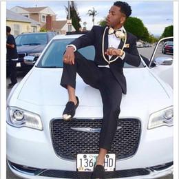 Venta al por mayor de 2018 Dinner Party Suit Black One Button Groom Wear con Gold Shawl Lapel Dos piezas de esmoquin de bodas Por encargo para hombre (chaqueta + pantalón)