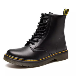 Мужская мода сапоги DR M кожаные сапоги женщины старинные ретро теплее пешие прогулки спортивная обувь женщины с плоским дном повседневная Мартин сапоги на Распродаже