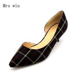 db3c21aeb5 2018 Sapatos Novos Mulheres Moda Feminina Bombas Rasa Low Heel Slip-On  Sapatos de Senhoras Sapatos de Salto Fino Calçados Plus Size Preto