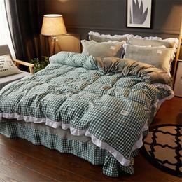 Discount velvet bedding sets - 4pcs bedding set Winter Warm Velvet Quilt Bedclothes Luxury Crystal Velvet Bed Skirt Princess Thicker stripe plaid home