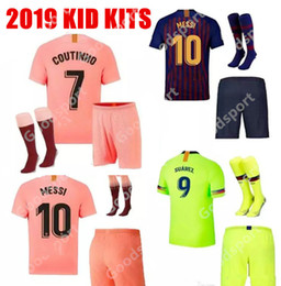 KID KITS 2019 soccer jerseys hot FOOTBALL calcio futbol messi shirts  Children youth socks shorts sport pink PIQUE COUTINHO DEMBELE 1330019c6e82