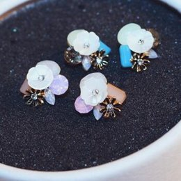 Wholesale Hight Quality Flower Stud Earrings New Style Trends White Shell Crystal Earrings for Women Luxury Jewlery Accessories