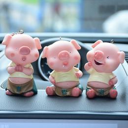 3D kiss pig couple keychain for Lovers Gift Trinket lovely key holder women  present Chaveiro sleutelhanger car keyring f4f07e594f