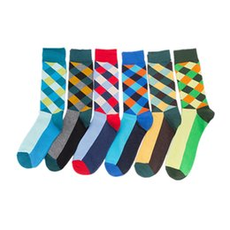 China Mens cotton sock calcetines hombre in tube socks colour diamond check sock men's fashion socks skateboard supplier red tube animals suppliers