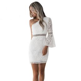 e7faa5342d Nuevo vestido atractivo ahueca hacia fuera el verano 2019 elegante de las  mujeres vestido de encaje blanco Un hombro flare manga Clubwear Short Club  Party