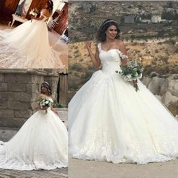 Corset wedding dresses beaded bodiCe online shopping - 2018 Vintage Ball Gown Wedding Dresses Off Shoulder D Flowers Lace Appliques Beaded Corset Back Court Train Plus Size Formal Bridal Gowns