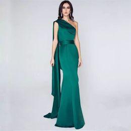 457cabd870c Темно-зеленые одно плечо атласная русалка вечерние платья 2019 знаменитости  длинное платье для выпускного вечера длиной до пола