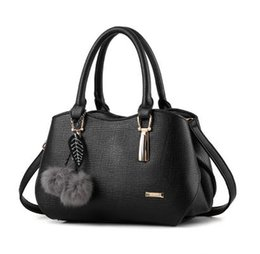 Chinese  The new 2017 popular fashion lady handbags handbags dumplings package joker atmosphere inclined shoulder bag one shoulder bag manufacturers