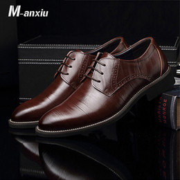 wingtip brown leather shoes 2019 - M-anxiu Flat Classic Men Dress Leather Wingtip Carved Italian Formal Plus Size Lace Up Pointed Shoes Men Casual Party Sh