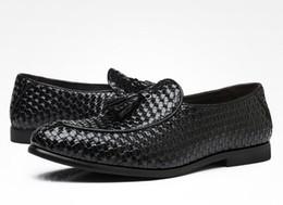2e210e4891 Tamaño grande 38 ~ 47 borla zapatos de los hombres ocasionales del vestido  de cuero mocasines Oxfords tejidos Mocasines de lujo zapatos planos  italianos de ...
