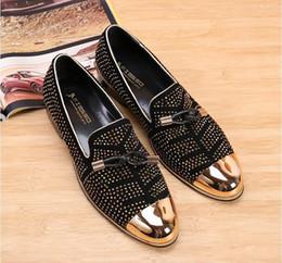 Verkauf Fashion Casual Formale Schuhe Oxfords für Männer S Kleid Schwarz Echtes Leder Quaste Herren Hochzeit Schuhe Gold Metallic Herren besetzt Loafers im Angebot