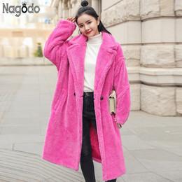 Abrigo de piel rosa Nagodo 2018 invierno mujer espesar lana de cordero  abrigos de piel femenina suelta de gran tamaño largo abrigo de peluche más  tamaño ... ce98d136373c