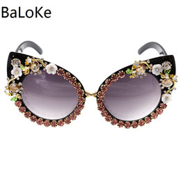 $enCountryForm.capitalKeyWord NZ - 2018 New Fashion Baroque Women Girls Flower Cat Eye Sunglasses Retro Brand Sexy Crystal Sunglasses Summer Beach Glasses