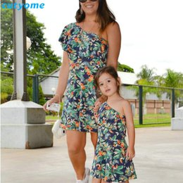 $enCountryForm.capitalKeyWord NZ - Matching Mother And Daughter Dresses Shoulder off Sleeve Beach Mommy And Me Clothes Family Look Swimsuits Outifits Mom Kids Girl