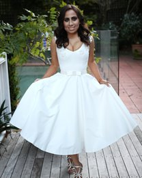 $enCountryForm.capitalKeyWord NZ - Fashion White Short Wedding Dresses Ball Gowns Sheer Jewel Sleeveless Satin Bow Knee Length Wedding Gowns Bridal Dresses Custom Made Kleider