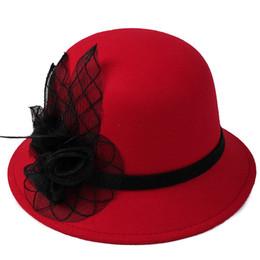 Cloche chapéu das mulheres moda outono inverno quente chapéus meninas cap  flor bowknot top round cloche chapéus cor sólida igreja chapéus 977aec911e44