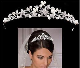 Luxe Couronne De Mariée Pas Cher Mais De Haute Qualité Sparkle Perles Cristaux Roayal Couronnes De Mariage Perles Voile Bandeau Cheveux Accessoires Parti Diadèmes en Solde