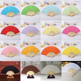 Ingrosso Personalizzato nomi di carta Fan favori di nozze regalo sposa a mano del mestiere del ventilatore con bambù nervature di colore della caramella Disegno Fan + trasporto libero del DHL