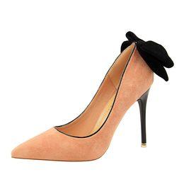 4cef3214 Envío gratis 2018 coreano tacón de aguja dulce dedo del pie puntiagudo ante  nuevo negro bowties boda zapatos de tacones altos 1717-11