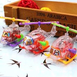 Novo Fun Mini Winding Transparente Pequenas Aeronaves Primavera Brinquedos Clássicos Ao Ar Livre Clockwork Aeronave Wind Up Brinquedos Presente venda por atacado
