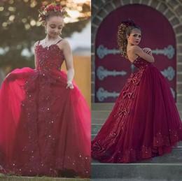 2018 Borgonha Cristais Frisada Meninas Pageant Vestidos de Tiras de Espaguete de Tule Longo Formal Crianças Primeira Comunhão Vestidos de Renda Appliqued venda por atacado