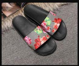 2018 hot homens mulheres chinelos sapatos de grife de luxo verão moda ampla plana com sandálias grossas chinelo