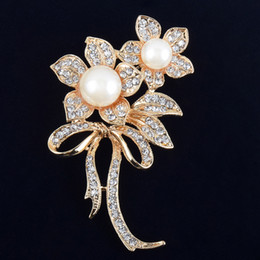 wholesale rhinestone brooches Australia - Flower Imitation Pearls Brooches Crystals Rhinestone Brooch Pins for Bridal Wedding Bouquet Women Girls Jewelry Gifts